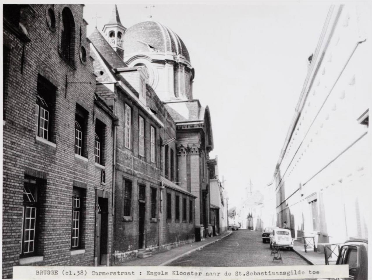 L'entrée du pensionnat dans la Carmersstraat et l'ancienne entrée de l'église