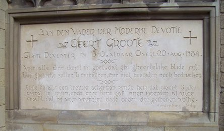 Inscription à la commémoration de Gérard Grote à la 'Broederkerk' à Deventer